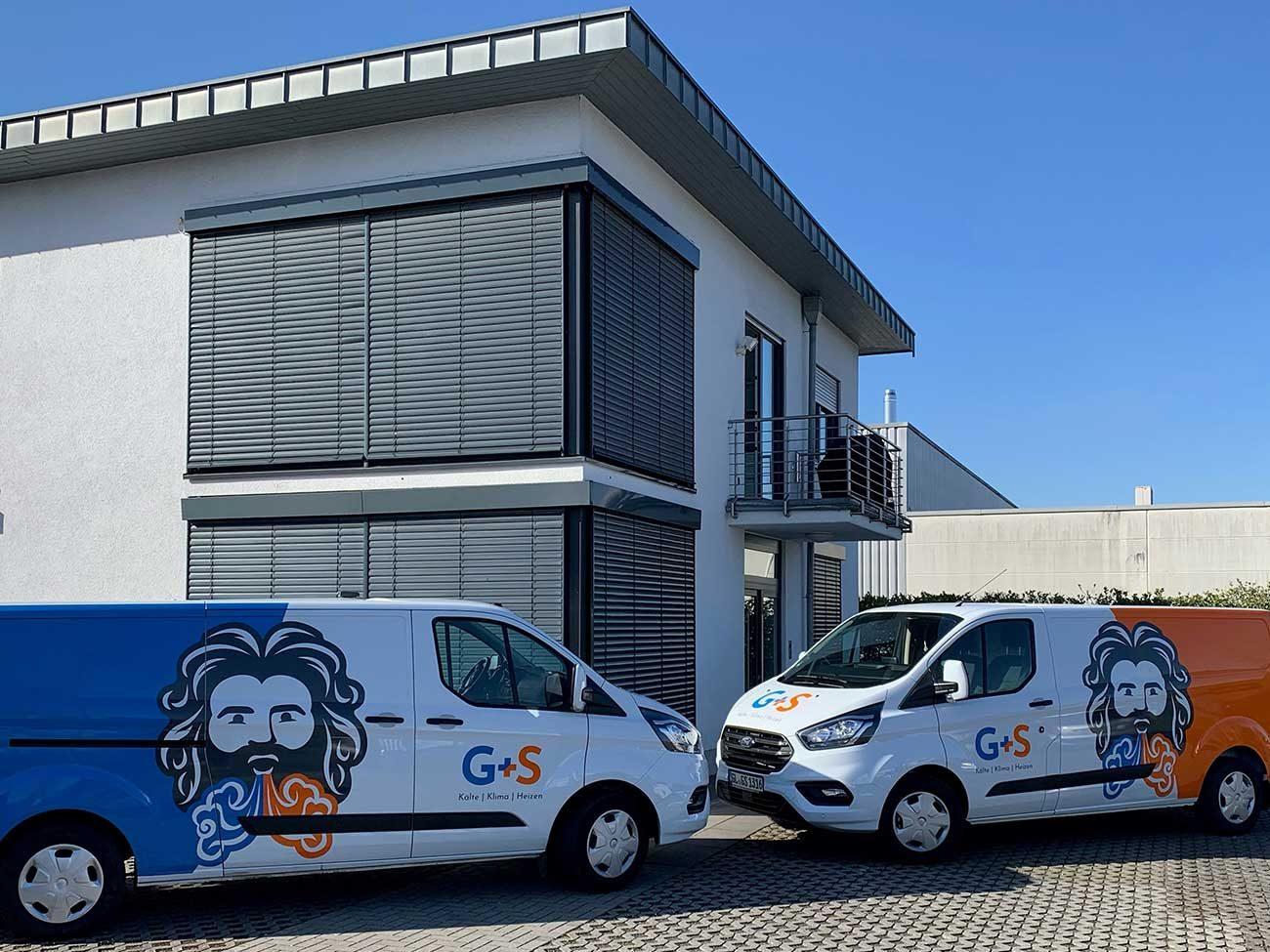 G+S Auto vor Gebäude
